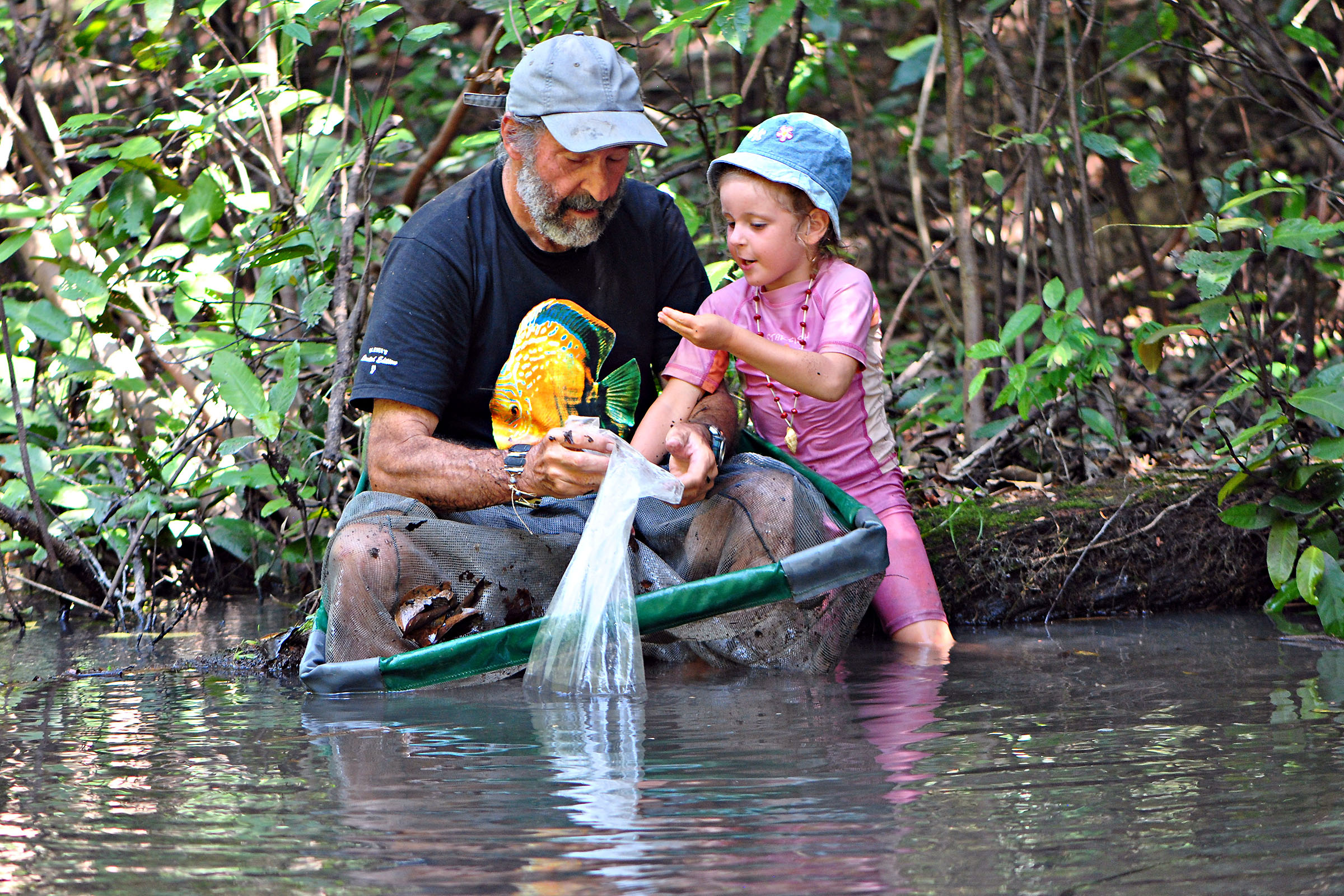 Amanda and Heiko Bleher collecting at Jirijirimo waterfall, in Rio Apaporis.