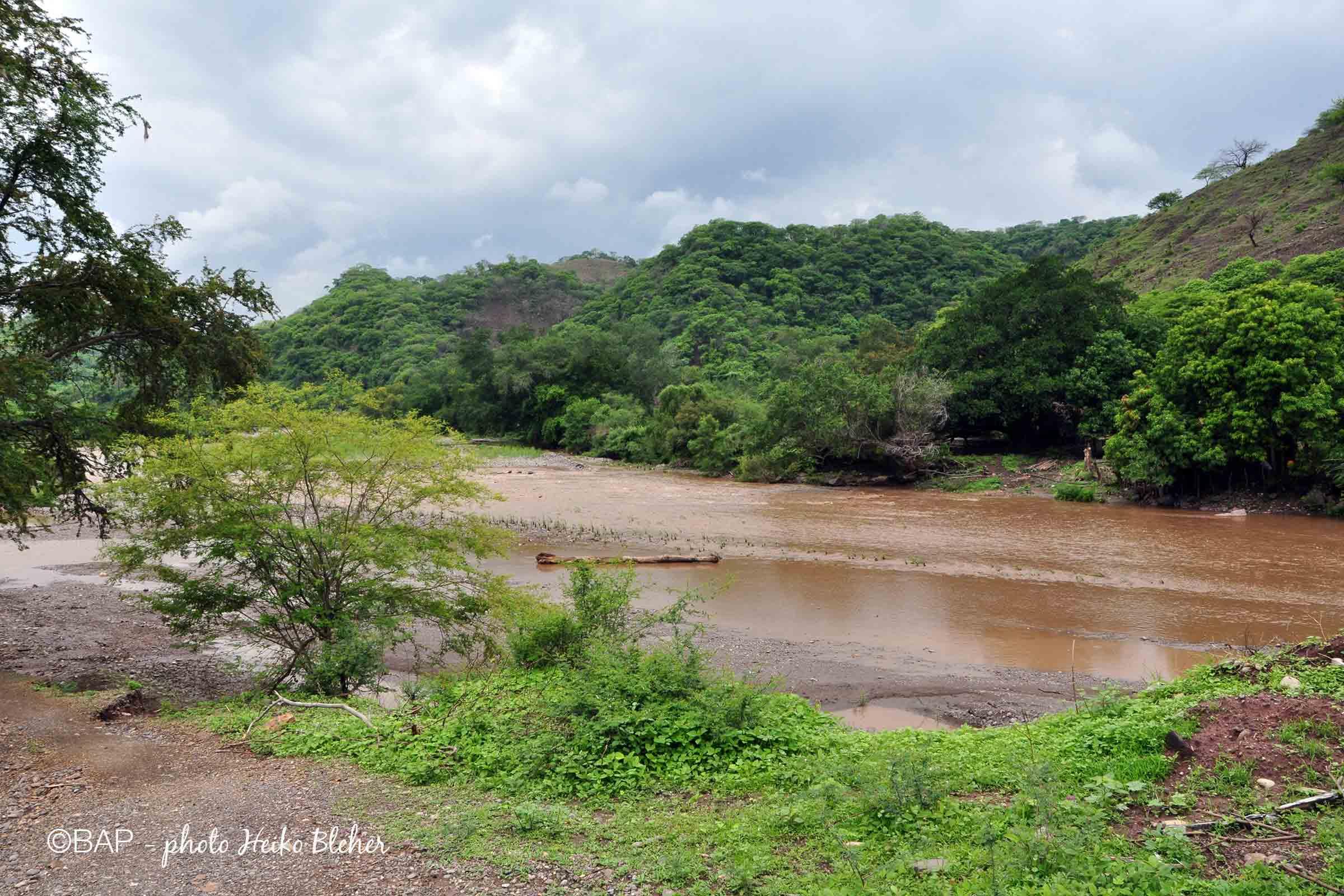 Rio Chiang, Rio Balzas affluent, Mexico. Photo by H. Bleher