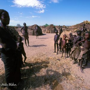 Arbore tribes people. Photo by H. Bleher